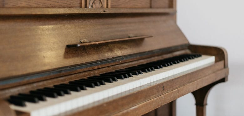 Music Keyboard Vs Digital Piano : upright acoustic piano vs digital piano pros and cons ~ Russianpoet.info Haus und Dekorationen
